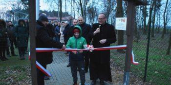 Zielona ścieżka przy szkole w Kaliszkowicach Ołobockich