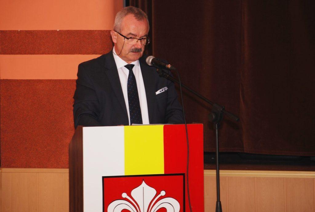 Burmistrz Henryk Zieliński przypomniał zasady wspierania przez gminę powiatowych inwestycji.